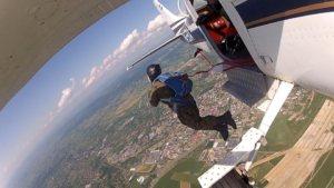 Wyskok z samolotu skoczka spadochronowego