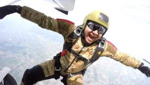 Skoczek spadochroniarski wyskakujący z samolotu - Lublin