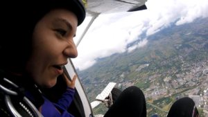 samolot z skoczkiem spadochronowym